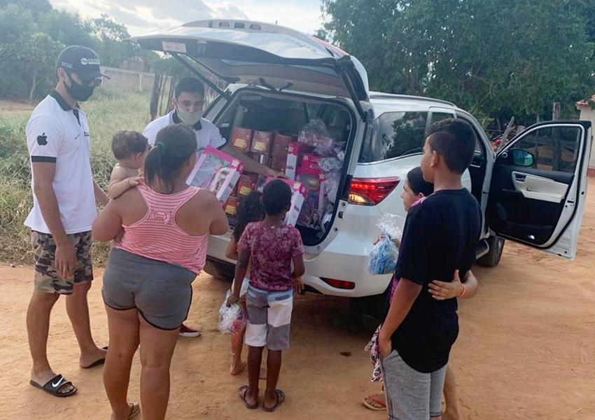Chapada Iphone realiza entrega de Brinquedos e Panetones à crianças de diversos Bairros e Comunidades de Livramento