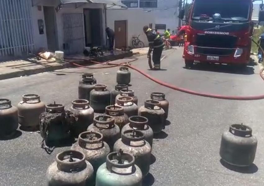 Incêndio atinge fábrica de biscoitos e deixa duas pessoas feridas em Conquista