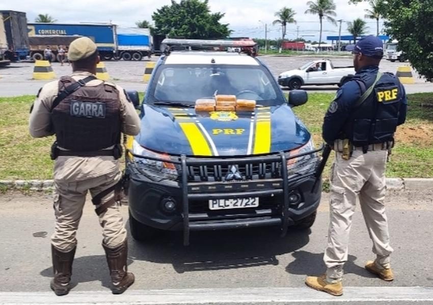 Droga é encontrada escondida em carro durante fiscalização em rodovia na Bahia; três são presos