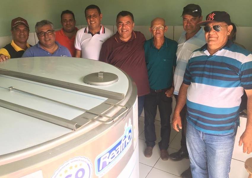 Livramento: Comunidade de Tamboril recebe tanque de resfriamento de leite