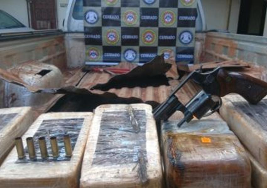 Luís Eduardo: 83 kg de pasta base são encontrados em carroceria de Hilux