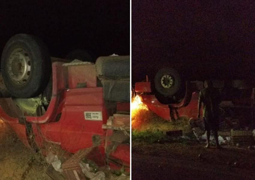 Brumado: Uma pessoa morre e outra fica ferida após caminhão tombar, próximo a entrada de Umburanas