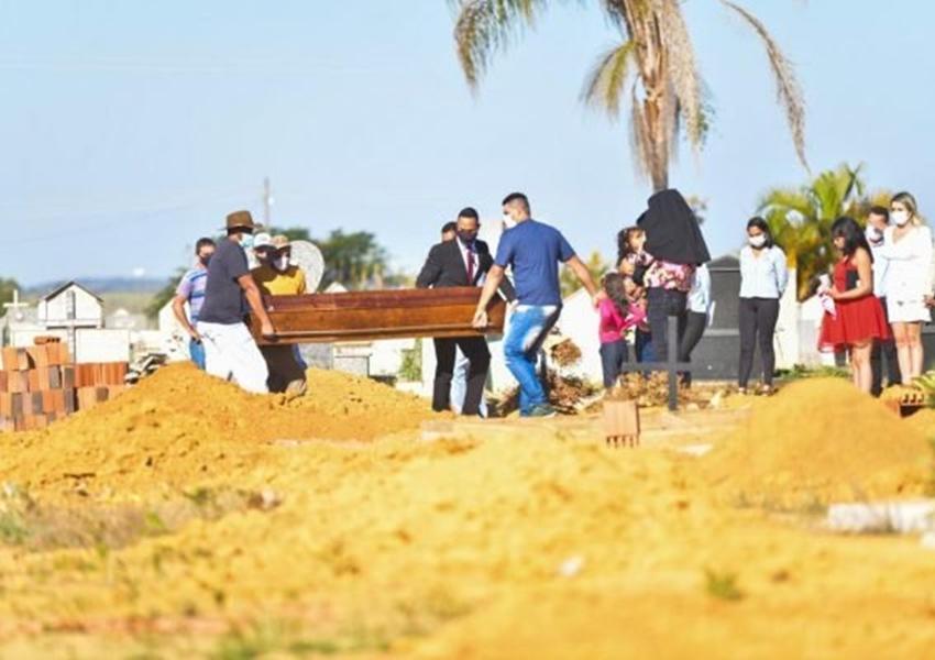 Lázaro é sepultado em Goiás sem a presença dos pais