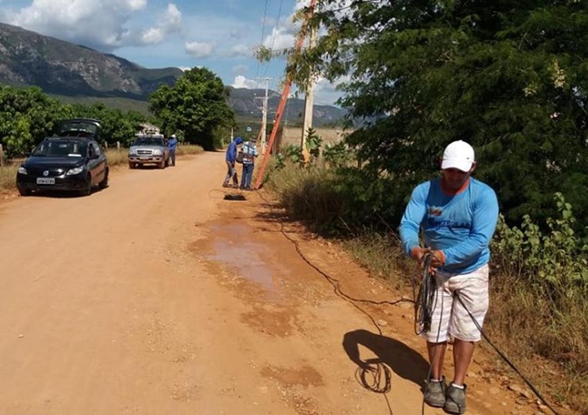 Prefeitura de Livramento instala braços de iluminação na estrada que liga o Bairro Recreio ao Centro