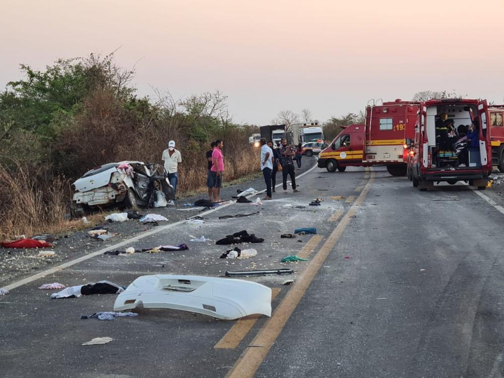 Família de Macaúbas morre ao colidir com ônibus no norte de Minas Gerais