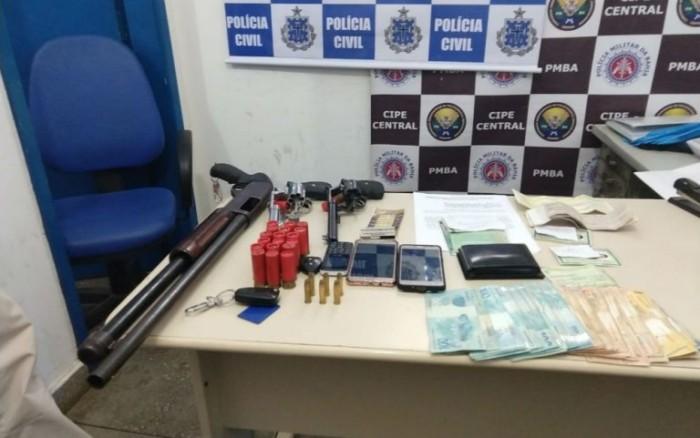 Itagibá: três homens foram presos em flagrante com R$ 18 mil, armas, carros e documentos falsos