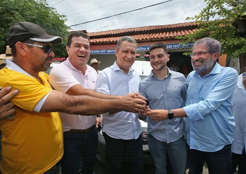 Em Caraíbas, Rui entrega pavimentação da BA-625 na primeira agenda do ano no interior