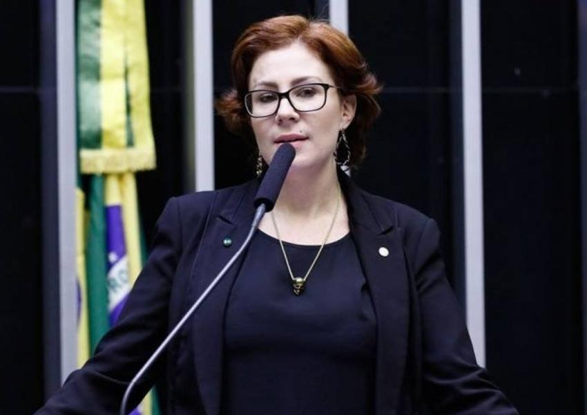 Deputada Carla Zambelli é um dos alvos de inquérito do STF