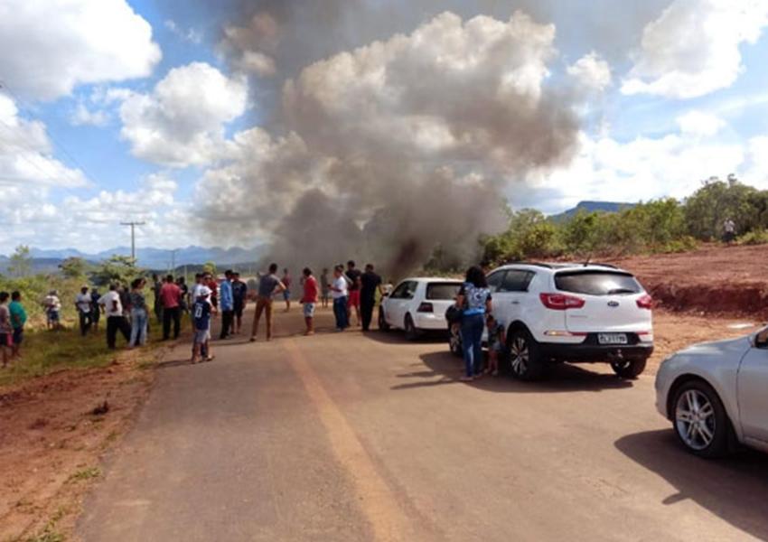 Moradores de Piatã protestam pela recuperação de trecho da BA-148