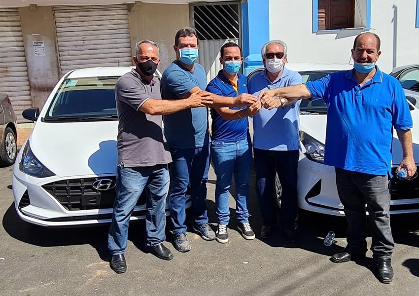 Deputado Marquinho Viana na solenidade de entrega de veículos no município de Ituaçu