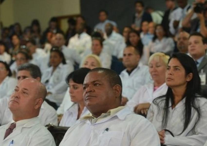 Cuba oferece trabalho para médicos cubanos que ficaram no Brasil