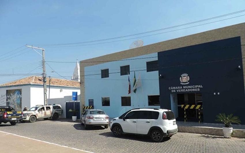 Quatro vereadores de Correntina são presos acusados de pedir propina de R$ 50 mil
