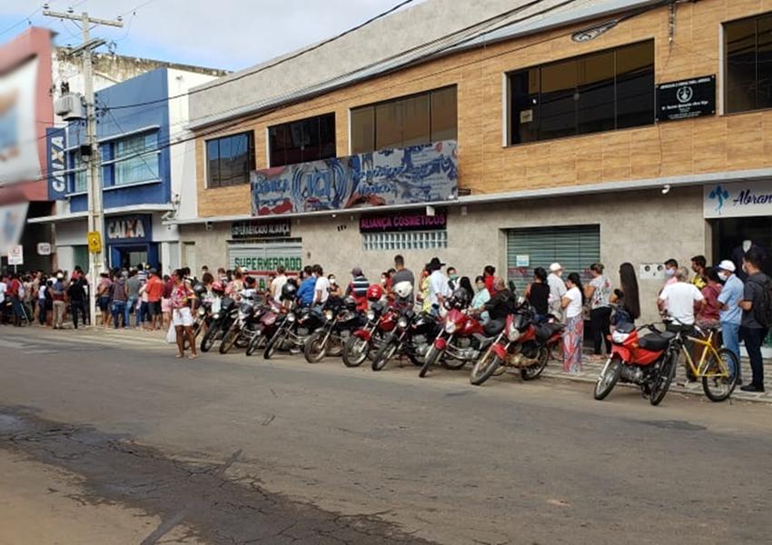 Auxílio emergencial: população se aglomera em filas nas agências da Caixa e lotéricas em Livramento