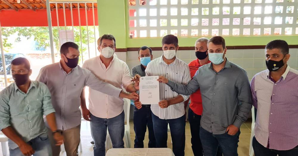 Deputado Marquinho Viana na solenidade de autorização para início de obras de pavimentação de ruas em Cordeiros