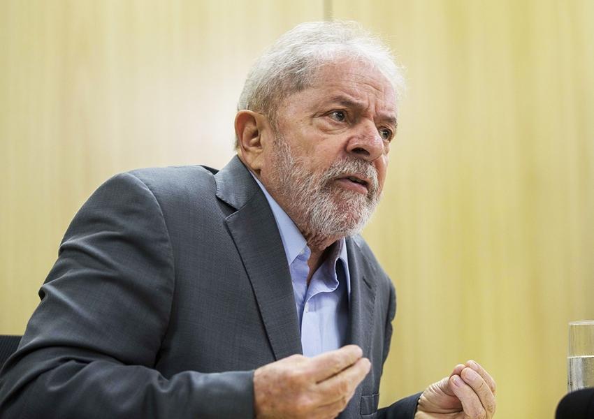 Lula já informou a seus advogados que não aceitará usar tornozeleira, diz coluna