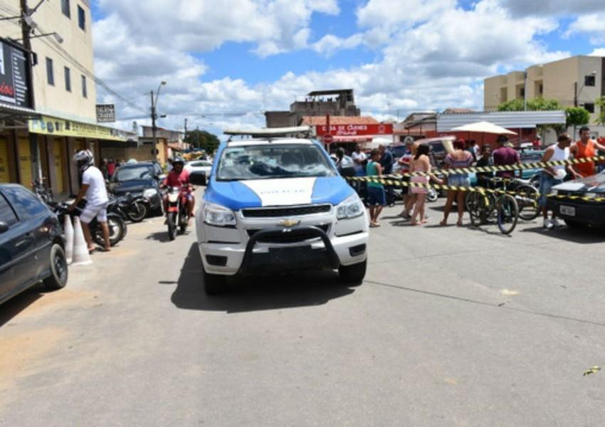 Conquista: Homem atira e mata dois jovens em feira e ao tentar fugir é assassinado