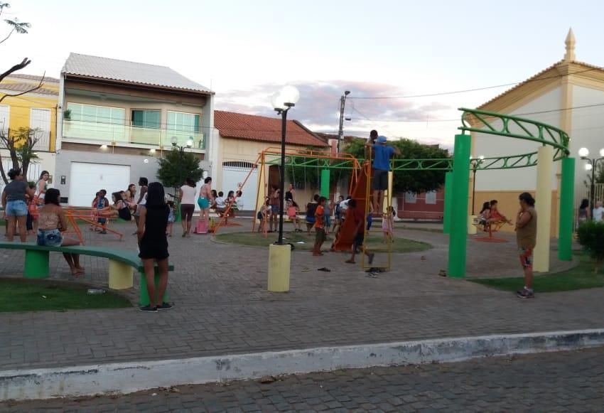 Praça com academia ao ar livre e parquinho vira espaço preferido dos Livramentenses