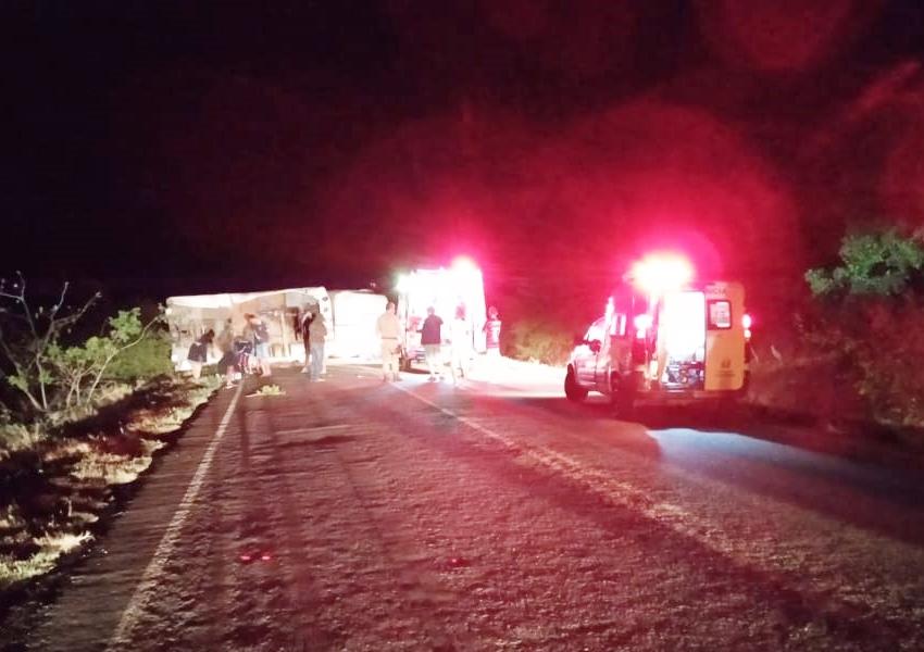 Caminhão tomba na BA-148 entre Dom Basílio e Brumado; motorista fica em estado grave