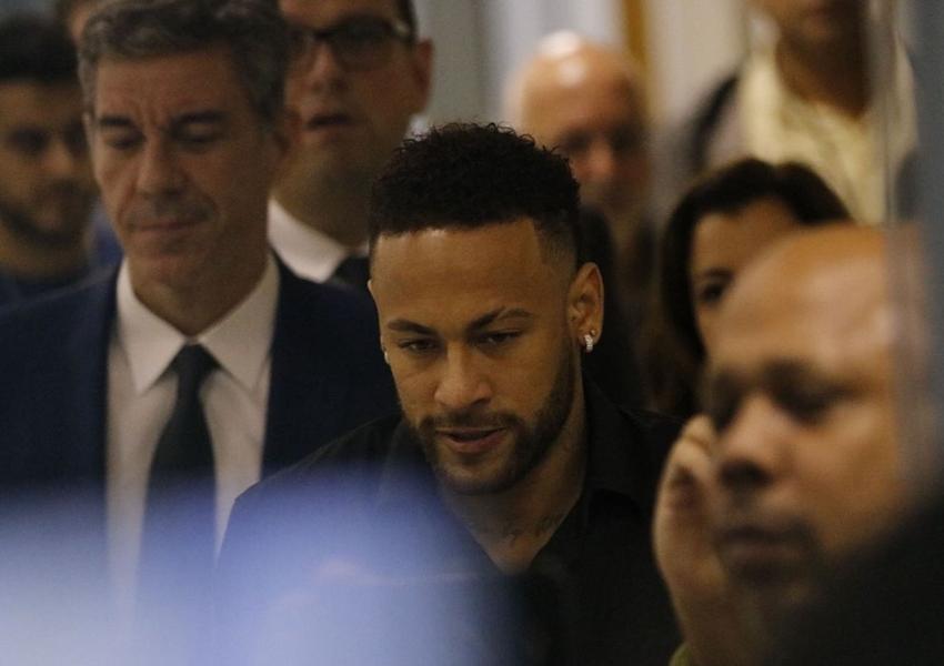 Suspeito de usar nomes de Neymar e Paulo Guedes para receber auxílio é alvo de operação