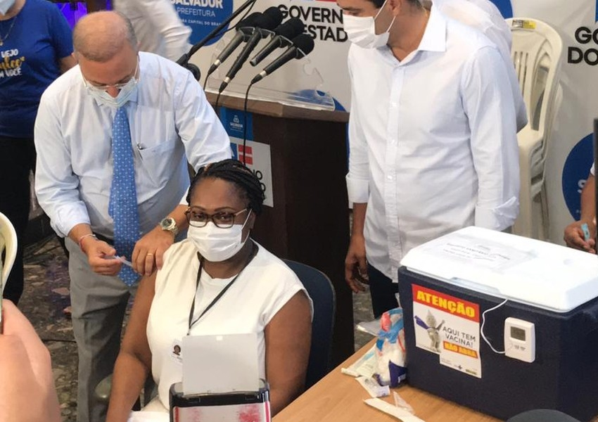 Primeira vacinada na Bahia pega Covid-19 antes de tomar a 2ª dose; entenda como é possível