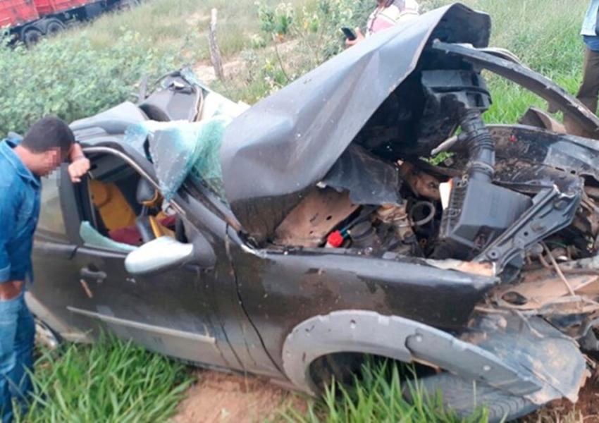 Planaltino: Homem morre após veículo sair de estrada vicinal e bater em carreta na BA-026
