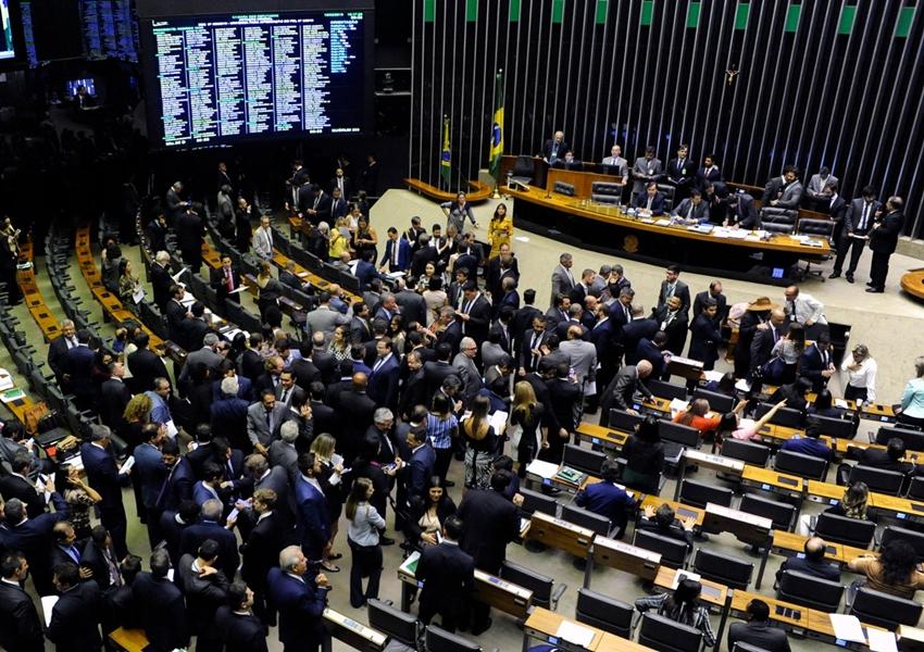 Câmara dos Deputados derruba decreto sobre sigilo de documentos e impõe primeira derrota ao governo