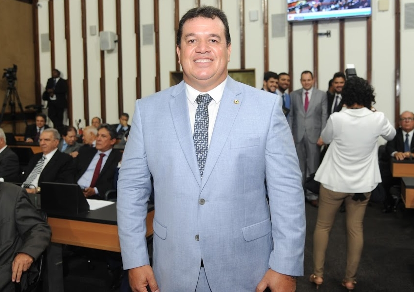 Deputado Marquinho Viana toma posse no terceiro mandato e garante mais trabalho pelos baianos