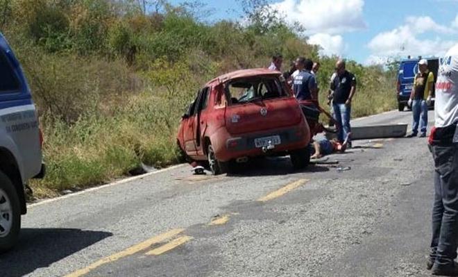 Carro capota na BA-142 e deixa dois mortos no trecho que liga Anagé à Sussuarana