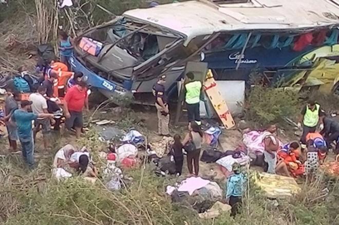 Sobe para 7 o número de mortos em acidente com ônibus de turismo na BR-116