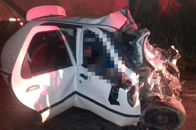 Oito pessoas morrem em acidente envolvendo caminhão e carro de passeio na BR-101