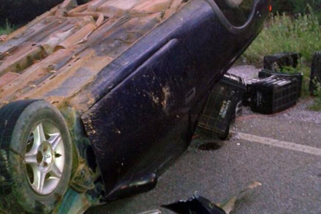 Brumado: carro capota após colidir contra retroescavadeira na comunidade Lagoa Funda