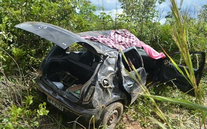 Criança de três anos morre após carro capotar na BR-242