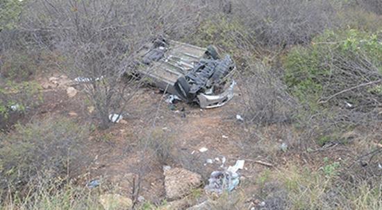 Homem morre após carro capotar na BR-030 entre Brumado e Sussuarana