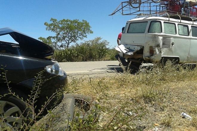 Livramento: Carro com professora colide contra animal na BA-152