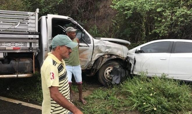 Polícia identifica vítimas fatais do grave acidente entre caminhão e carros na BR-101