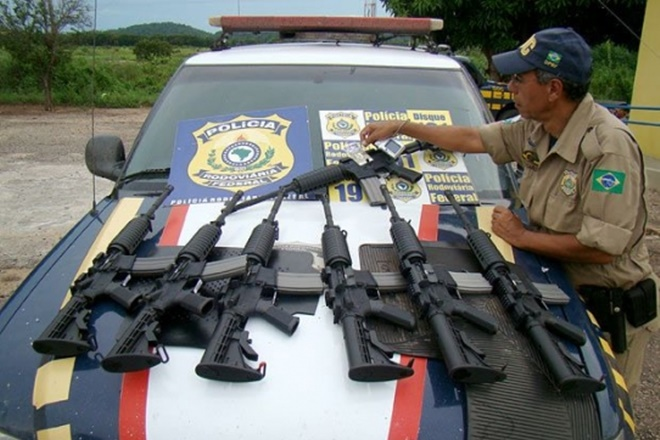 Policiais e militares brasileiros poderão usar armas apreendidas com criminosos