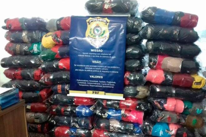 Quase 5 mil bonés falsificados de marcas famosas são apreendidos em Feira de Santana