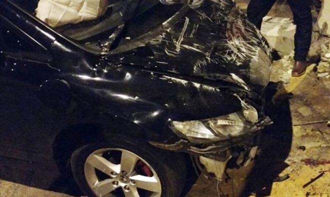 Mulher joga carro em cima de moto e mata marido e amante