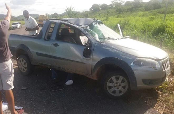Carro capota na BA-650 mata passageiro e deixa dois feridos