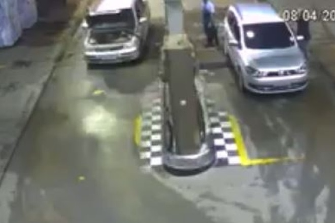 Vídeo mostra momento em que carro explode em posto no RJ