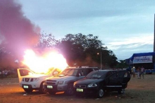 Carros de bingo são incendiados em Feira de Santana