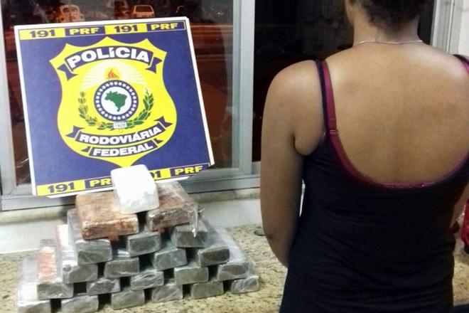 Jovem é presa pela PRF em posse de 18 kg de drogas