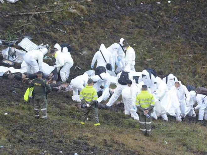 Corpos das vítimas do acidente na Colômbia chegam ao Brasil na manhã de sábado