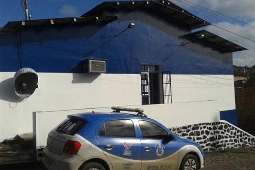 Seis presos fogem pela porta da frente da delegacia de Aurelino Leal