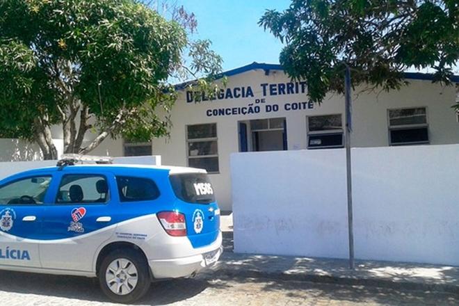Carcereiro é baleado de raspão por detento dentro de delegacia em Conceição do Coité
