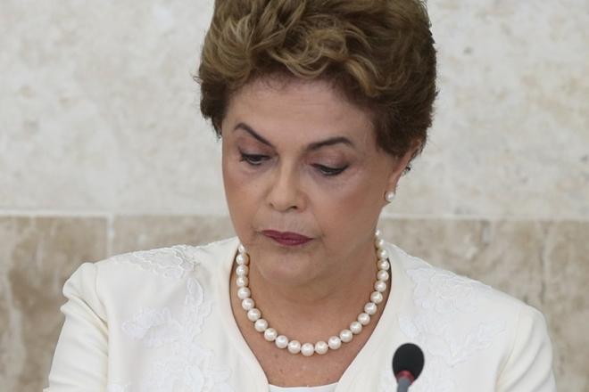 Dilma diz que fez 'grande burrada' ao reduzir impostos para empresas