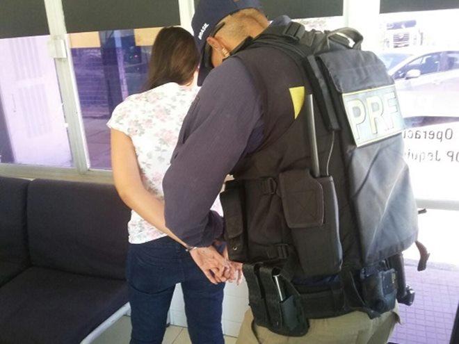 Em Jequié, mulher é presa pela PRF com quase 10 kg de cocaína
