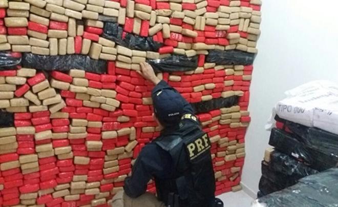 PRF apreende 1,5 tonelada de maconha em Luís Eduardo Magalhães