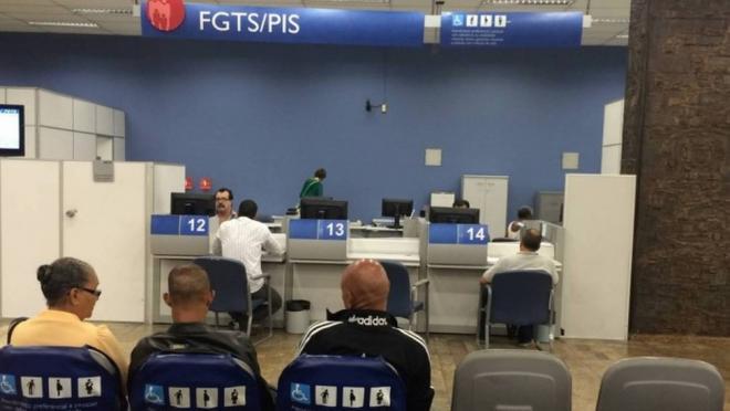 Governo vai liberar saque de contas do PIS/Pasep para 8 milhões de idosos