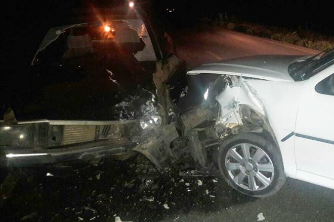Dom Basílio: Carros colidem frontalmente na BA-148